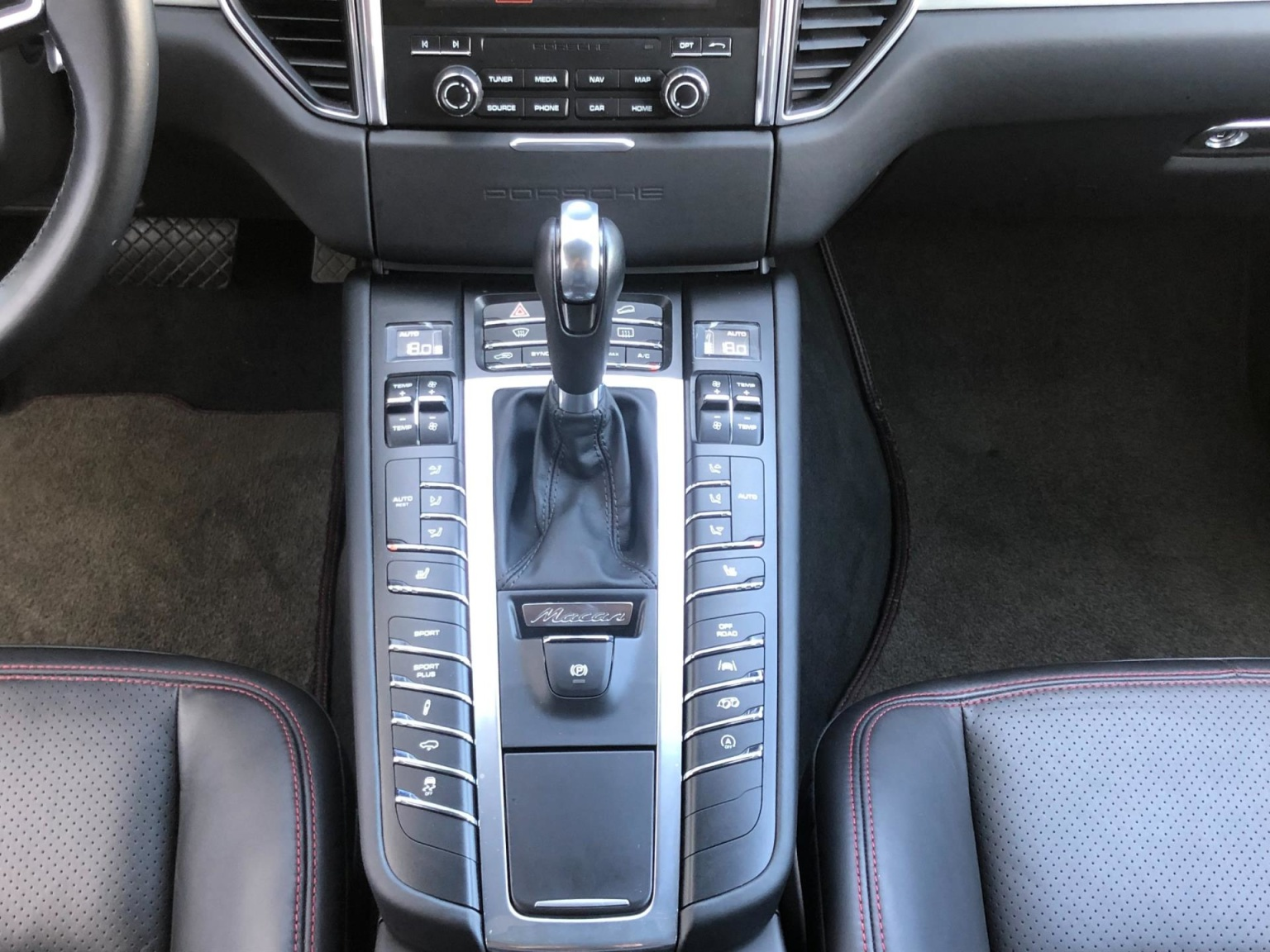Porsche-Macan-16